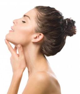 nő nyakplasztika után